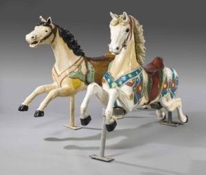 2 chevaux de manège en bois sculpté et polychrome