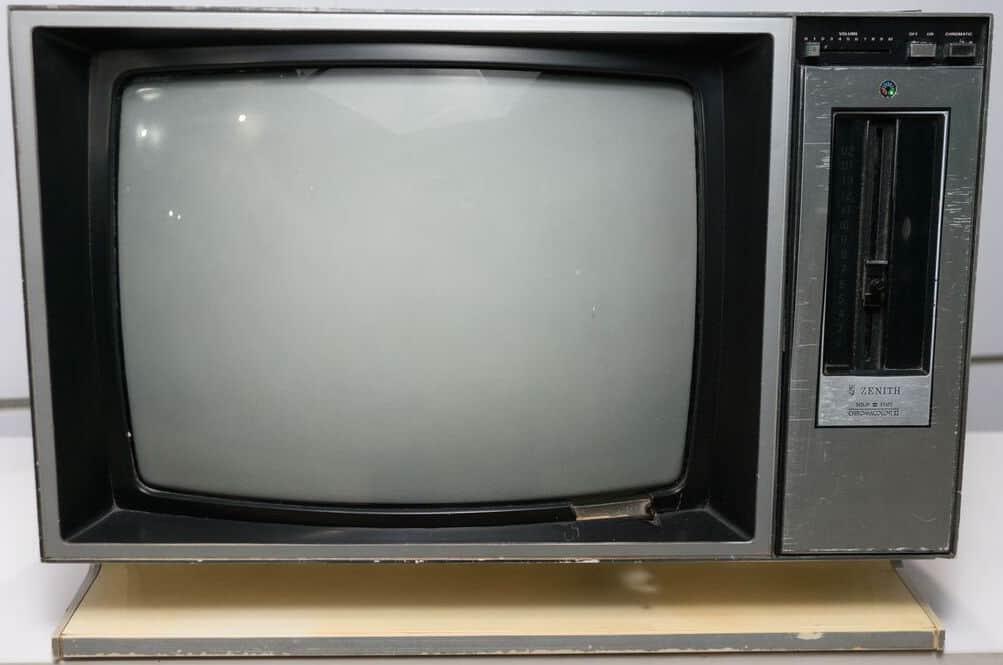 television sur laquelle a tiré Elvis Presley aux enchères