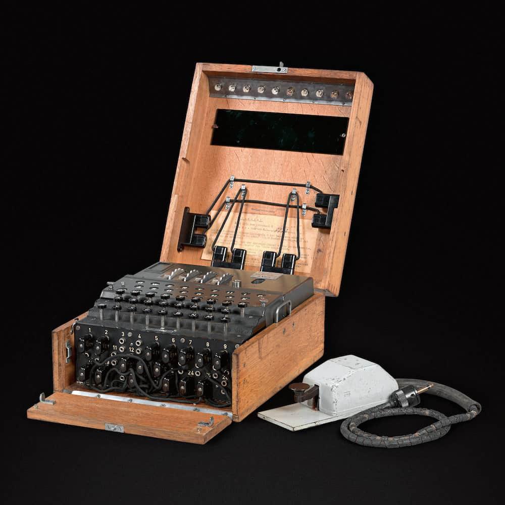 Enigma M4 décryptage nazi aux enchères