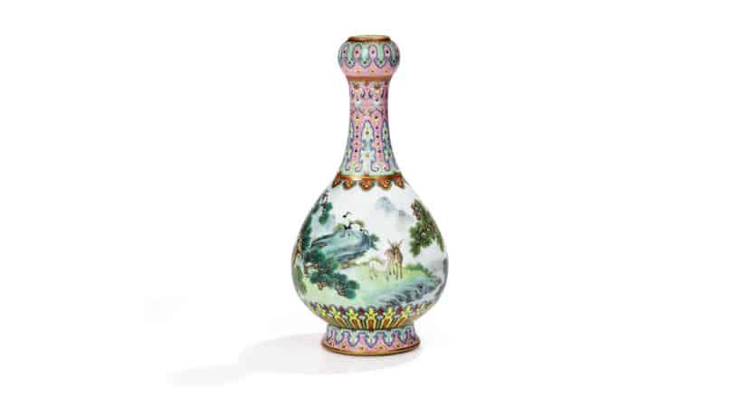 un vase chinois découvert dans une boite à chaussures