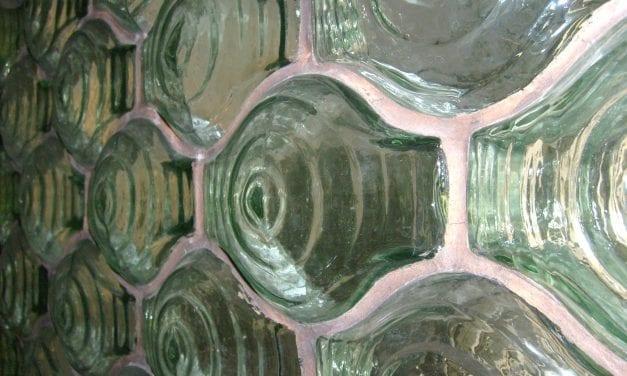 2000 briques de verre Falconnier aux enchères chez Ivoire Troyes