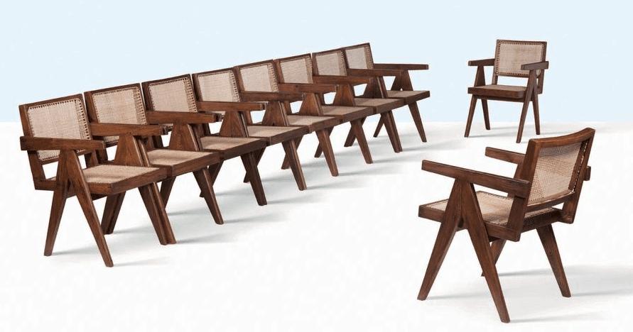 Suite de 10 fauteuils dits Office chair par Pierre Jeanneret pour Chandigarh, Inde. Vente du 24 septembre 2018, Aguttes. Photo : Aguttes. ©Aguttes