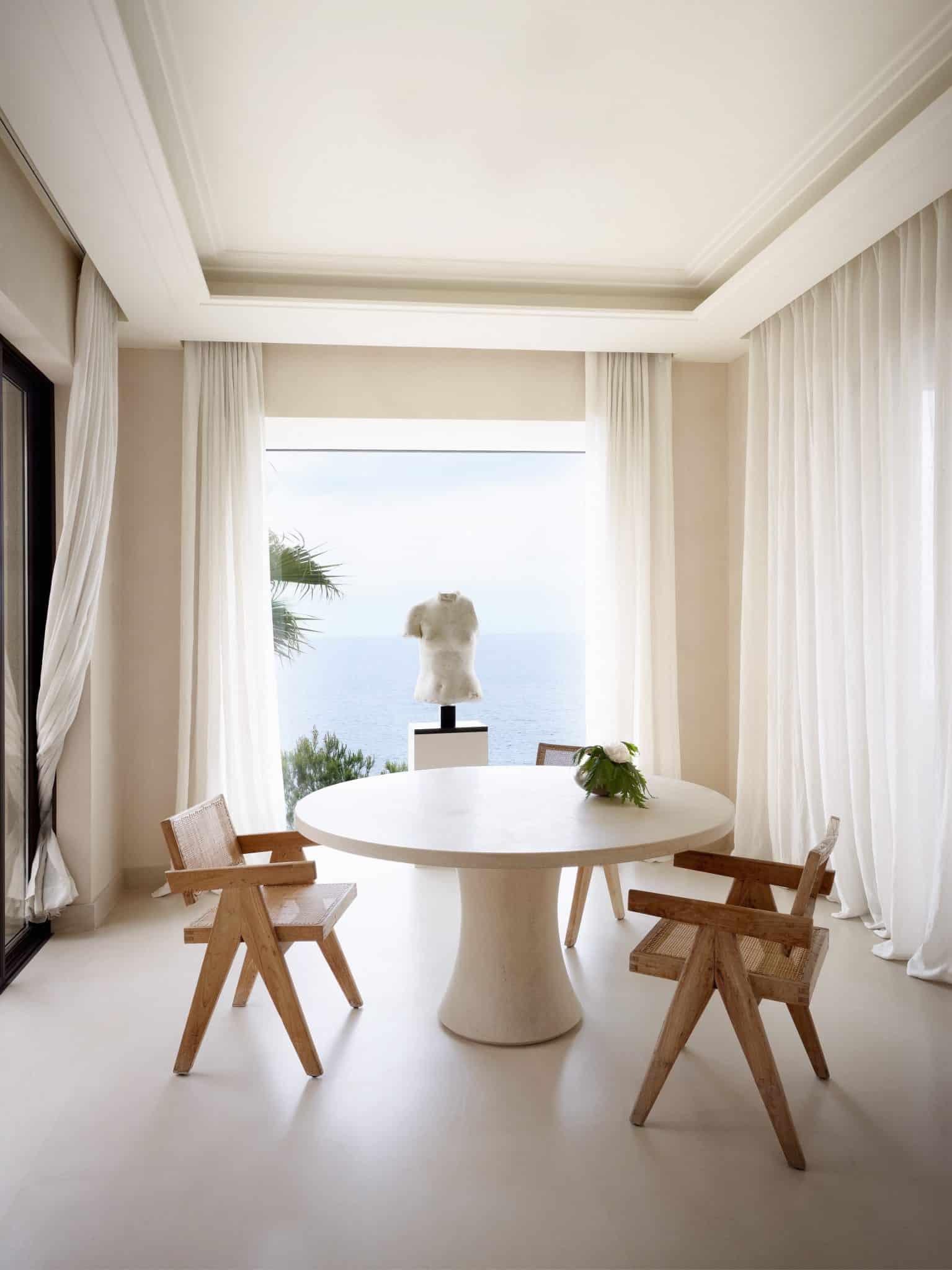 Un intérieur sur la Côte d'Azur par le designer Belge Axel Vervoordt. Photo: Laziz Hamani