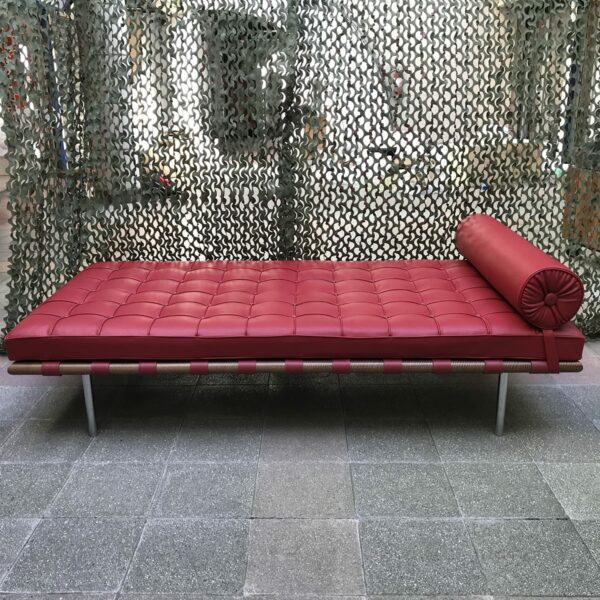 Mies VAN DER ROHE - Daybed Barcelona Rouge, 2015