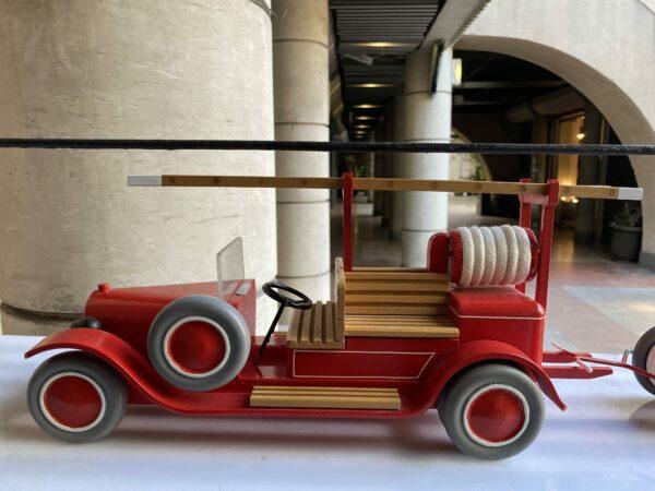 Michel Aroutcheff pour Vilac - Camion de pompier