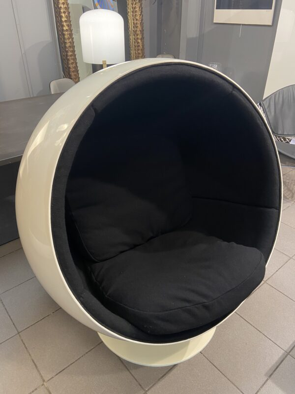 Eero Aarnio - Ball chair noir - Édition Adelta